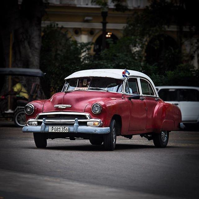 #Cuba #havanna #habana #lahabana #classiccar #oldtimer #cubanlife #historiccar #streetphotography #historyonwheels #vintagecarspotting #chevrolet