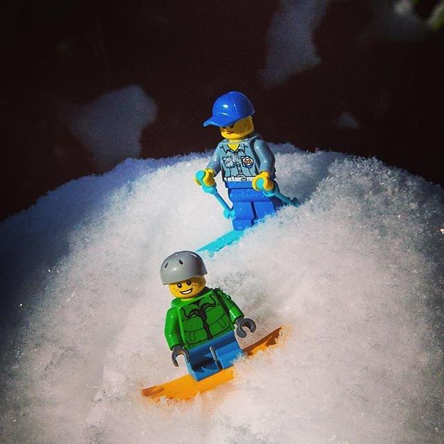 #hamburg #hamburgwinterwonderland #skiing #skiinginhamburg #snowboarding #winterinhamburg #lego #legoskiing